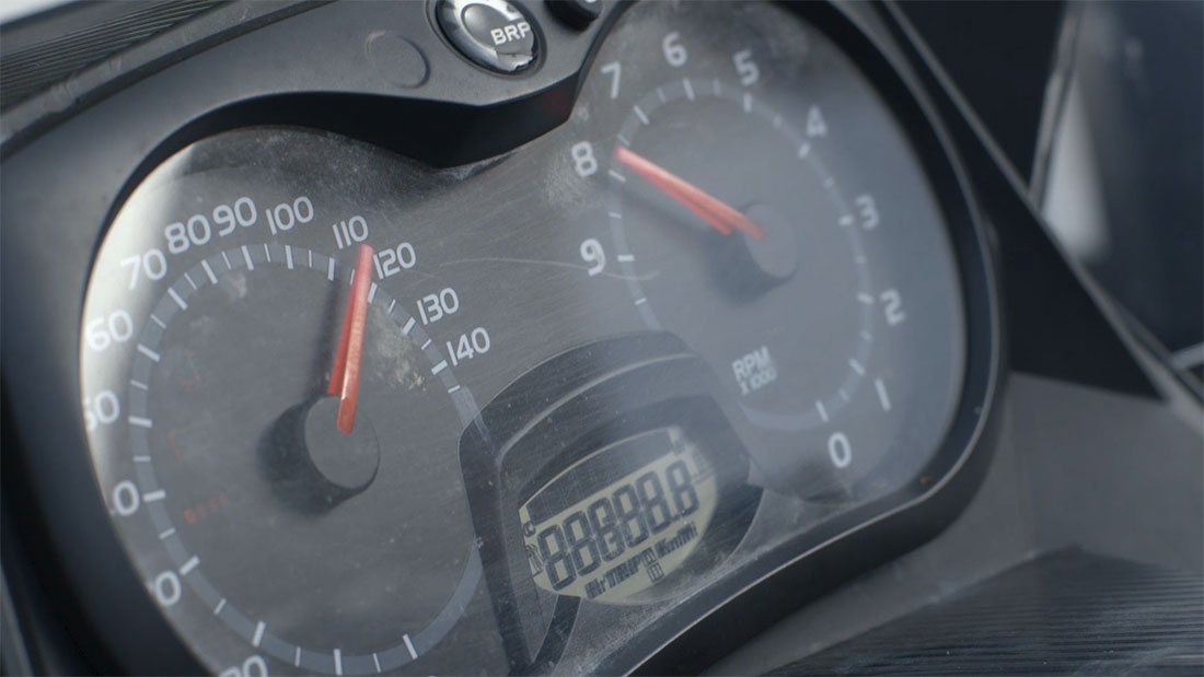 08-vacay.ca-kickstarter-video-quebec-snowmobile-b